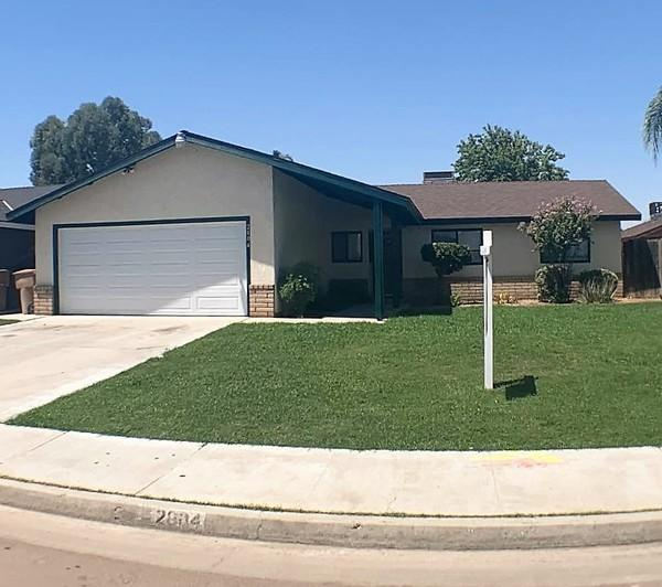 2004 Springfield  Ave, 220006396, Bakersfield, Townhome / Attached,  for sale, Hilda Luna, Realty World Golden Era